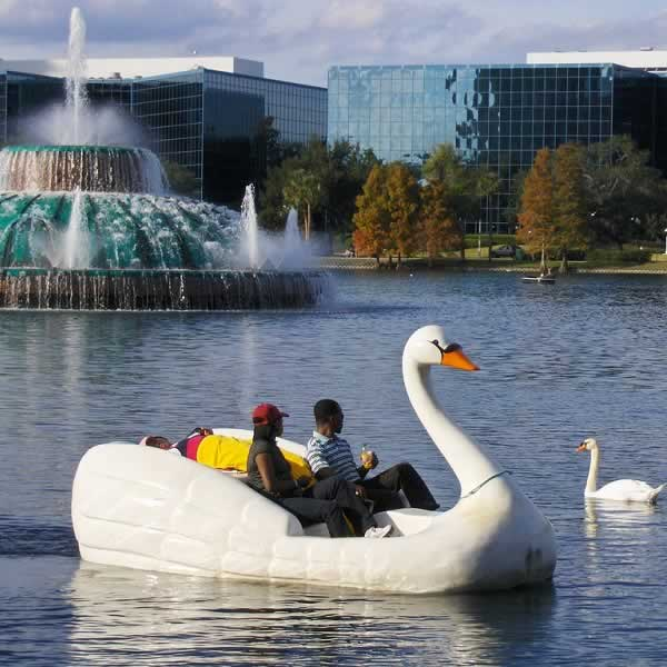 Orlando's Lake Eola Park offer many great things to do